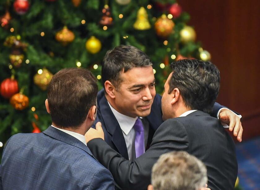 Tα Σκόπια υπερψήφισαν τη Συμφωνία των Πρεσπών (pics)