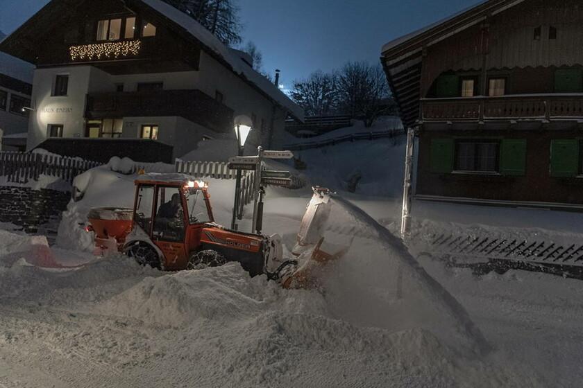 «Θάφτηκαν» στο χιόνι στην Αυστρία: Με ελικόπτερα απομακρύνθηκαν 66 αποκλεισμένοι μαθητές (pics)