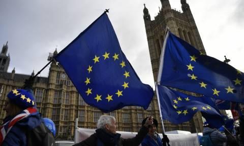 Πονοκέφαλο προκαλεί στις Βρυξέλλες η πιθανή καθυστέρηση του Brexit
