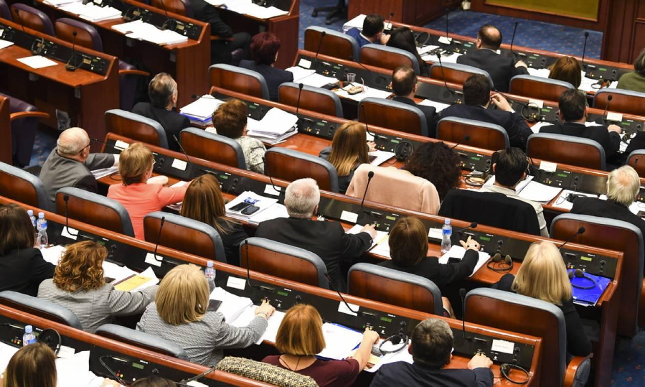 Σκόπια: Πανηγυρίζει η κυβέρνηση, πρόωρες εκλογές ζητά η αντιπολίτευση
