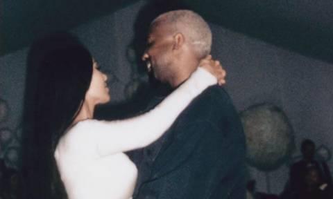 Η  μέρα που η Kim Kardashian γνώρισε την πεθερά της σημαδεύτηκε από αυτήν τη φωτογραφία