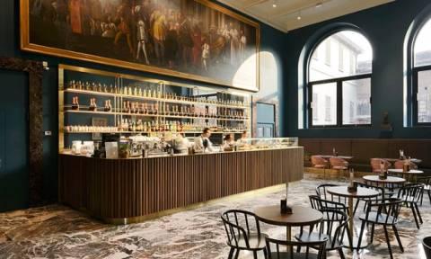 Καφετέρια - έργο τέχνης: Καφές υπό το βλέμμα Καραβάτζιο, Μπελίνι, Τιτσιάνο