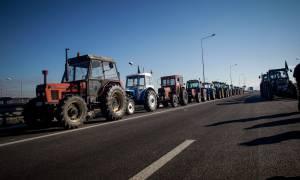 Οι αγρότες «ζεσταίνουν» τα τρακτέρ: Πού θα στηθούν τα πρώτα μπλόκα και πότε