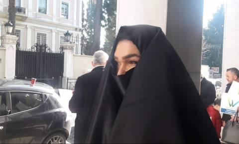 Συγκέντρωση με μπούργκες στην Ιταλική πρεσβεία - Επικεφαλής ο δικηγόρος Απ. Πόντας