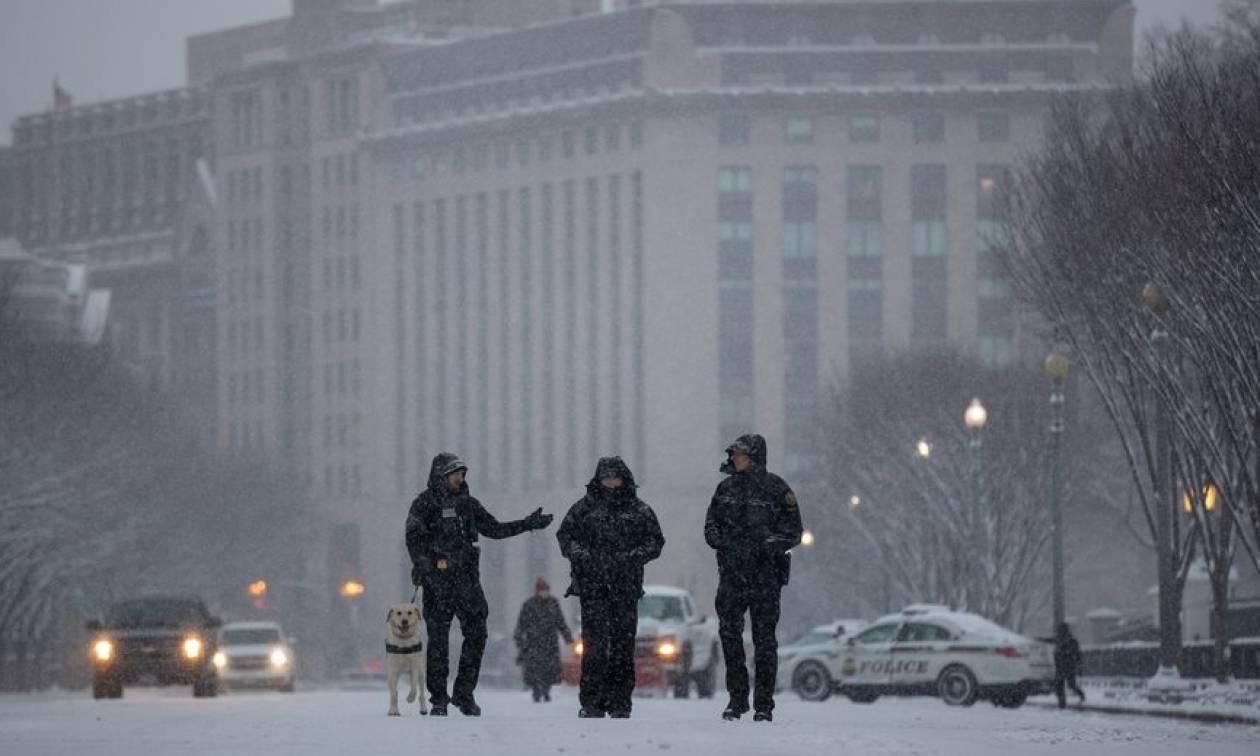 Τους τρέλανε όλους! Έκανε σκι στο κέντρο της Ουάσινγκτον (pics)