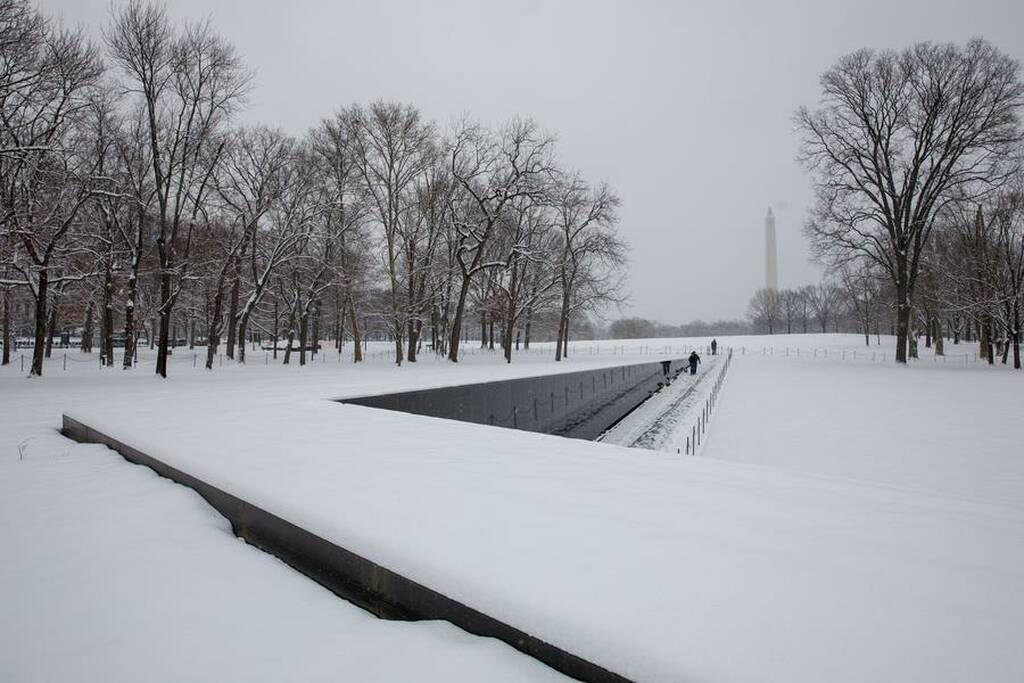 Παρέλυσε η Ουάσιγκτον από το χιόνι