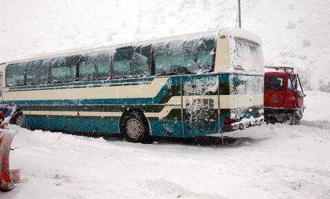Τρόμος στα Φάρσαλα σε λεωφορείο γεμάτο μαθητές