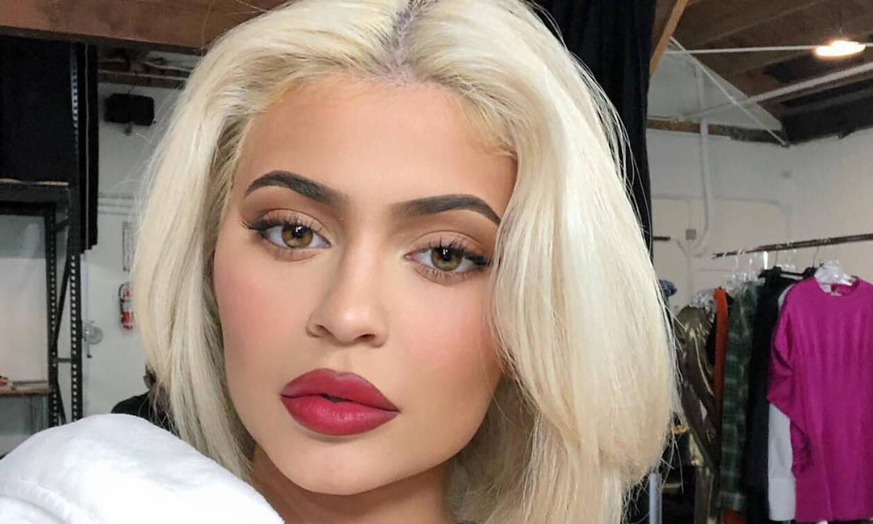 Όλος ο κόσμος κοροϊδεύει αυτή την εμφάνιση της Kylie Jenner και όχι άδικα
