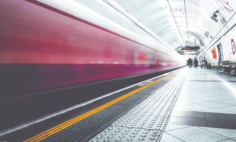 Επιβάτες βγήκαν με τα εσώρουχα στο μετρό (photos)