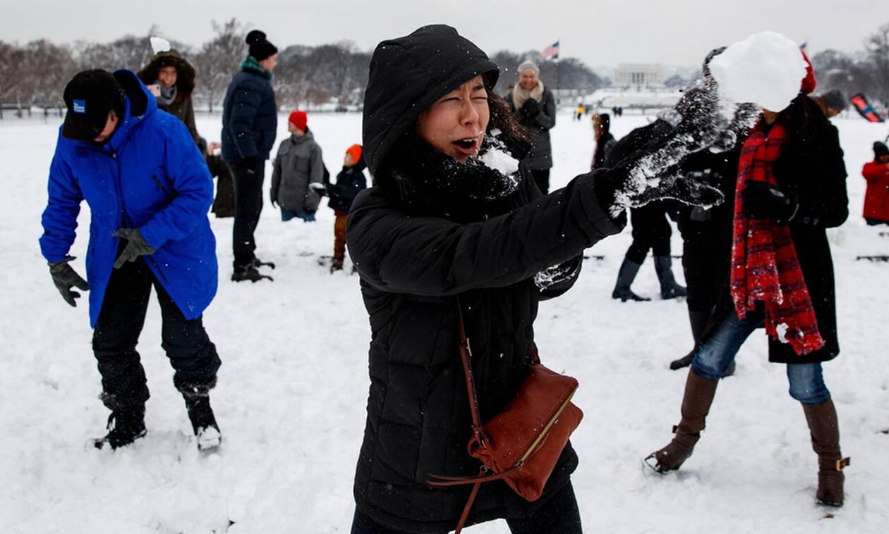 Χιονοπόλεμος στην Ουάσινγκτον, χιονάνθρωποι στη Συρία - Το 'στρωσε παντού (pics)