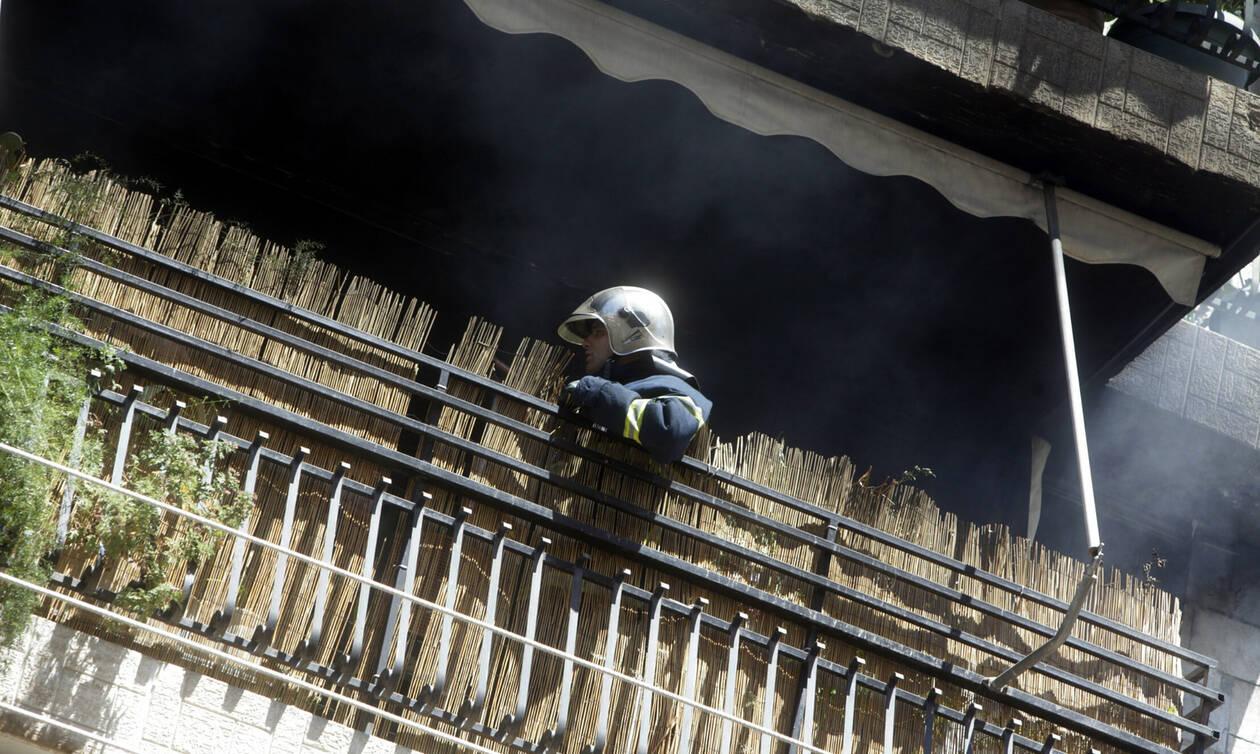 Τραγωδία στον Πειραιά: Νεκρός άνδρας σε φλεγόμενο διαμέρισμα