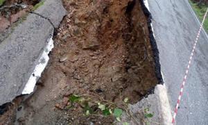 Απίστευτο: Βυθίστηκε 35 μέτρα δρόμος στη Μεσσηνία (pic)