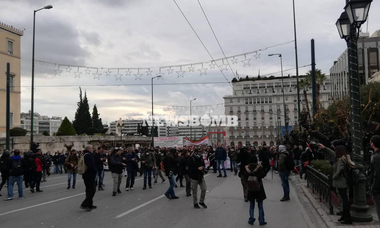 Ένταση και επεισόδια στο συλλαλητήριο των αναπληρωτών καθηγητών στο κέντρο της Αθήνας