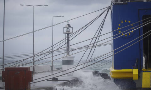 Καιρός - Απαγορευτικό απόπλου: Δεμένα τα πλοία στα λιμάνια - Θυελλώδεις άνεμοι στα πελάγη