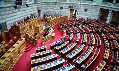 Βουλή Live: Άγρια κόντρα για τους πρόθυμους των Πρεσπών