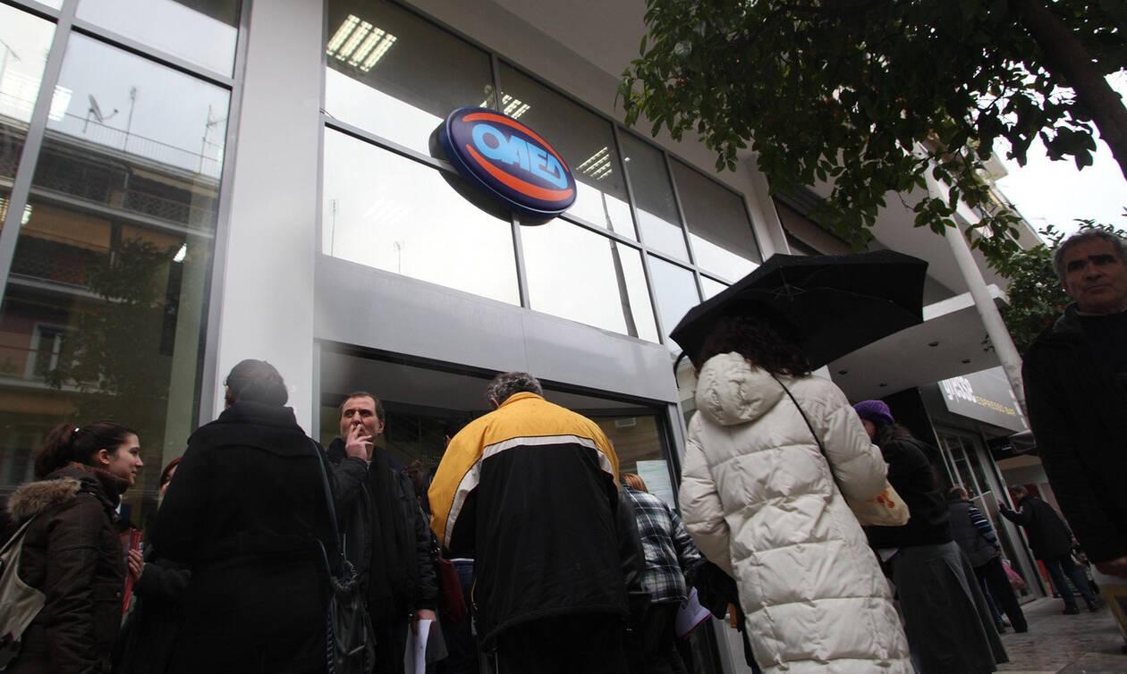 «Πάγωμα» προσλήψεων σε Δημόσιο και Δήμους