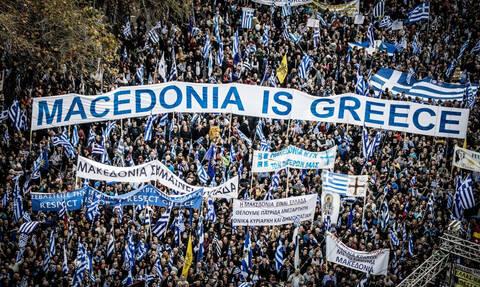 Φωτογραφίες που σοκάρουν: «Εσυ θα προδώσεις τη Μακεδονία μας;»