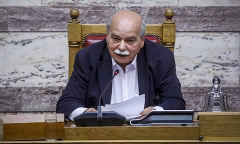 Ψήφος εμπιστοσύνης: Με κόντρα επί της διαδικασίας ξεκίνησε η συζήτηση στη Βουλή
