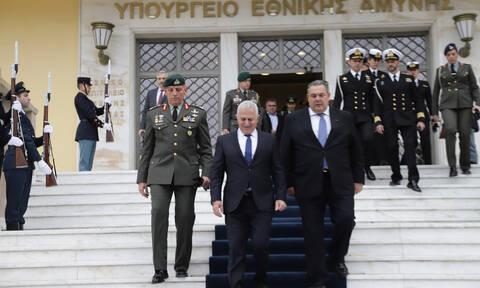 Το βατράχι και ο σεφ: Αποστολάκης και υιός έκλεψαν την παράσταση στο Υπουργείο Άμυνας (pic)