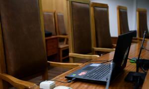 Τρίκαλα: Γνωστός επιχειρηματίας κατέρρευσε στο δικαστήριο - Συγγενείς του έκλεψαν 4.600 λίρες