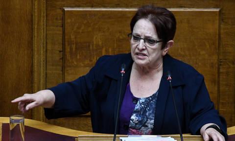 Ψήφος εμπιστοσύνης - Παπαρήγα: Ο Τσίπρας με το δάχτυλό του απευθύνεται στον λαό