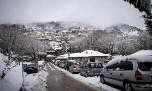 Καιρός ΤΩΡΑ: Υποχωρούν τα έντονα φαινόμενα - Επιμένουν οι χαμηλές θερμοκρασίες και ο παγετός (pics)