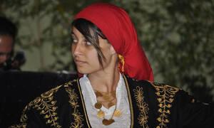 Ρεθυμνιώτισσα χορεύει Μαλεβιζιώτη για βραβείο και «κουζουλαίνει» την Αυστραλία (vid)