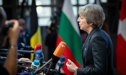 Brexit: Βατερλώ για την Τερέζα Μέι – Τα σενάρια της επόμενης μέρας