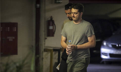 Γιαννουσάκης και Φλώρος «πιάστηκαν» με κινητά τηλέφωνα στα κελιά τους