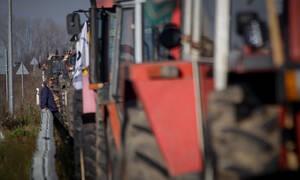 Μπλόκα αγροτών: Στους δρόμους βγάζουν τα τρακτέρ τους οι αγρότες της Καρδίτσας