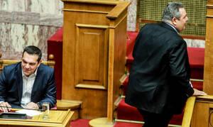 Ψήφος εμπιστοσύνης: Απίστευτες εικόνες μεταξύ Τσίπρα - Καμμένου στη Βουλή - Δείτε τι συνέβη (pics)