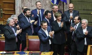 Πώς κατέγραψαν τα διεθνή ΜΜΕ τη ψήφο εμπιστοσύνης στην κυβέρνηση Τσίπρα