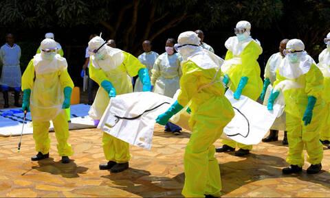 Σαρώνει ο Έμπολα τη ΛΔ του Κονγκό: Ξεπέρασαν τους 400 οι νεκροί