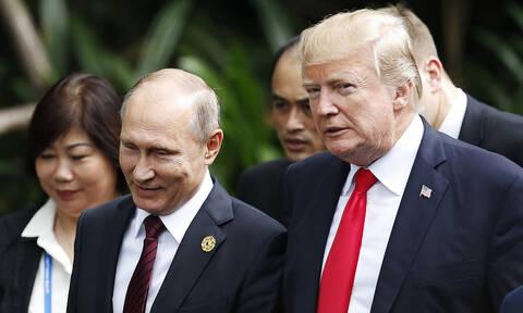 Сенаторы США попросили Трампа разрешить допросить переводчиков со встреч с Путиным