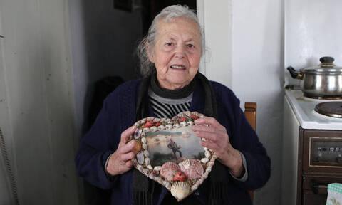 Ο φωτογράφος Λευτέρης Παρτσάλης αποχαιρετά τη γιαγιά Μαρίτσα