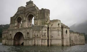 O ναός - φάντασμα που ξεπρόβαλε μέσα από ένα ποτάμι!