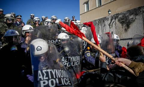 Κλειστό το κέντρο της Αθήνας: Ένταση στην πορεία των εκπαιδευτικών (pics+vid)