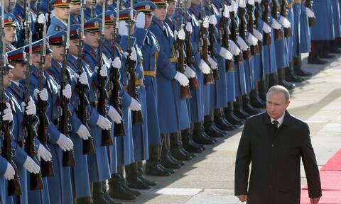 Υποδοχή «ήρωα» επιφύλαξαν οι Σέρβοι στον Πούτιν – Δείτε φωτογραφίες και βίντεο