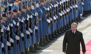 Υποδοχή «ήρωα» επιφύλαξαν οι Σέρβοι στον Πούτιν – Δείτε φωτογραφίες και LIVE εικόνα