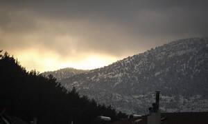 Καιρός ΤΩΡΑ: Παγωμένη βροχή και χιόνια φέρνει η Παρασκευή - Πού θα είναι έντονα τα φαινόμενα (pics)