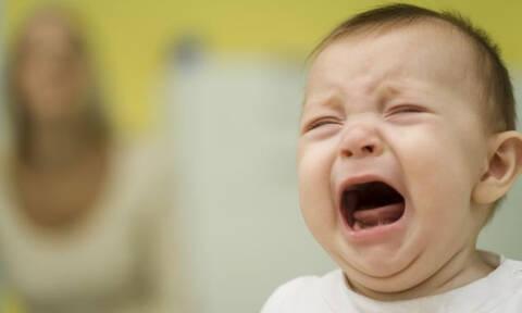 Γονείς για... σκότωμα! Δείτε την ΤΡΑΓΙΚΗ κούνια που αγόρασαν για το μωράκι τους! (pic)