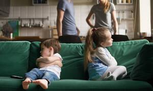Ζήλια μεταξύ μεγαλύτερου και μικρότερου παιδιού. Πώς να την αντιμετωπίσετε