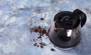 Πώς να καθαρίσετε την καφετιέρα σας με νερό και ξύδι