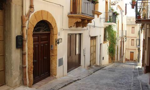 Σπίτι στην πανέμορφη Σαμπούκα με μόλις… ένα ευρώ! (vid)