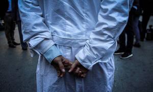 Παρατείνεται η θητεία των επικουρικών γιατρών - Λύση για τα αναδρομικά στο «Παπαγεωργίου»
