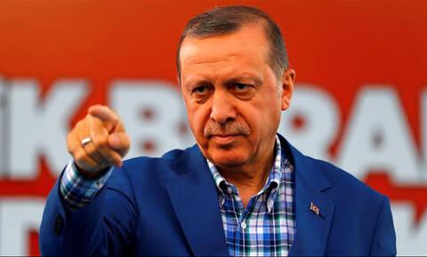 Χούντα Ερντογάν: Στέλνει για 10 χρόνια στη φυλακή βραβευμένο δικαστή για μία εφαρμογή στο κινητό του