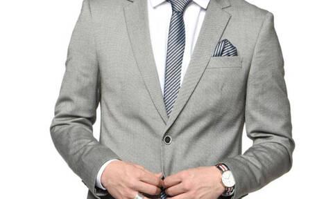 Φοράς κοστούμι; Μην κάνεις ποτέ αυτό το λάθος με το σακάκι σου
