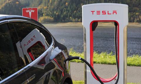 Η Tesla ξεπέρασε την Chrysler στις ΗΠΑ