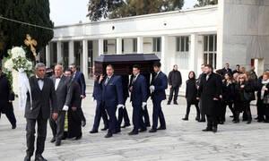 Ήταν όλοι εκεί για το «τελευταίο αντίο» στον Τρύφωνα Καρατζά!