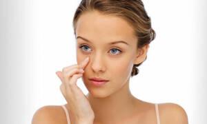 Tα 7 λάθη που κάνεις όταν βάζεις κρέμα ματιών